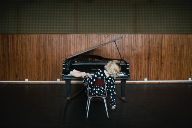 Wokalistka i pianistka Aleksandra Dąbrowska zagra w Ratuszu Staromiejskim 28 grudnia.