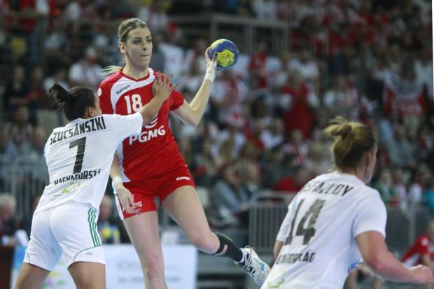 Aleksandra Zych zdobyła dla Polski 4 bramki w przegranym meczu z Norweżkami. W czwartek biało-czerwone zagrają z Węgierkami. Porażka przekreśli ich szanse na pozostanie w turnieju.