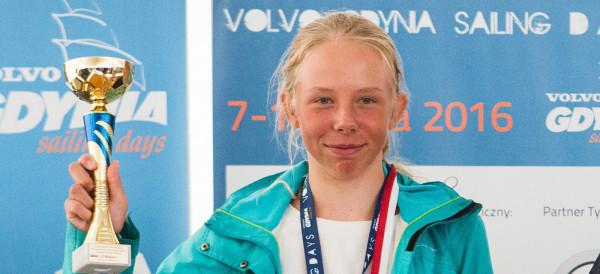 Kinga Brzóska w 2017 roku triumfowała w Ogólnopolskiej Olimpiadzie Młodzieży, a w mistrzostwach Europy zajęła 12. miejsce.