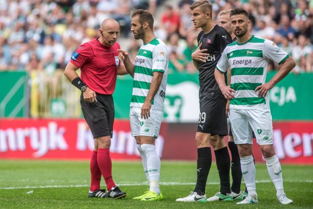 Piłkarze Lechii w tym sezonie ekstraklasy ugrali na boisku 24 punkty. Komisja licencyjna PZPN zadecydowała o odjęciu jednego z nich. Na zdjęciu Marco Paixao i Grzegorz Kuświk.