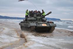 Coś dla siebie znajdą też fani bardziej ekstremalnych zabaw. Na plaży w Sopocie będzie można przejechać się czołgiem, a w Gdyni planowane są atrakcje przygotowane przez Kolibki Adventure Park.