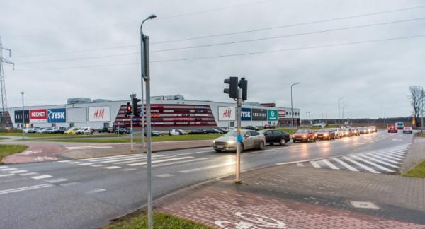 Kierowcy zwracają uwagę, że wyjazd ze skrzyżowania przy Galerii Szperk jest obecnie problemem.