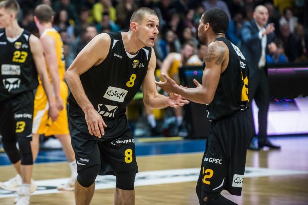Jermaine Love i Filip Dylewicz zdobyli niemal połowę punktów dla Trefla w meczu w Ostrowie Wielkopolskim.