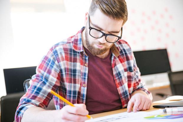 W niektórych przypadkach pracownik jest zobowiązany do zwrotu pracodawcy poniesionych kosztów podnoszenia kwalifikacji np. w przypadku nieprzystąpienia do szkolenia, rozwiązania umowy o pracę bez wypowiedzenia z winy pracownika lub rozwiązania umowy za wypowiedzeniem przez pracownika.