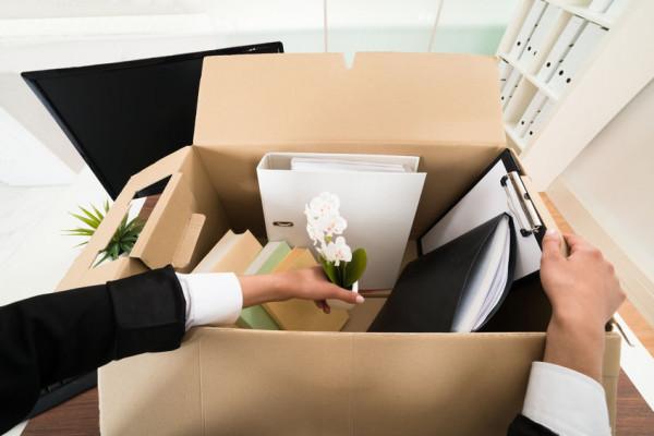 W przypadku, gdy pracodawca rozwiązuje umowę z pracownikiem zatrudnionym na czas określony, żaden przepis nie zwalnia go z obowiązku wypłaty pieniężnej odprawy z tytułu rozwiązania umowy o pracę z przyczyn niedotyczących pracownika.