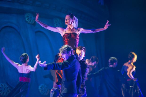 """Najbardziej efektownym momentem spektaklu jest taniec Baletu Opery Bałtyckiej podczas """"Dance macabre op. 40"""" Camille`a Saint-Saënsa."""