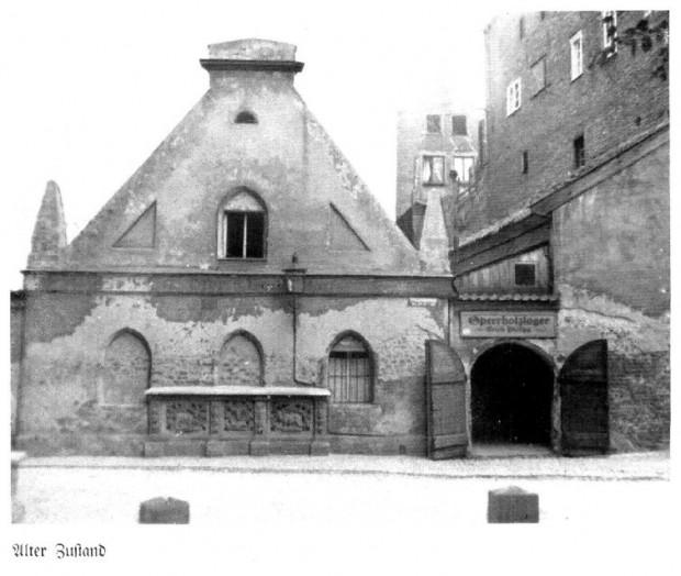 Ławy mięsne to jeszcze do 1945 roku był niewielki budynek, w którym handlowano mięsem. Obecnie ma być odtworzony, a wewnątrz i w piwnicach powstanie olbrzymia restauracja.