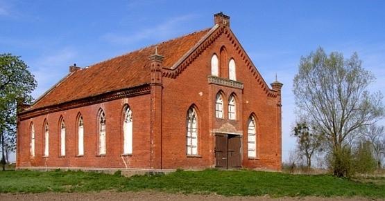 XIX-wieczny mennonicki dom modlitwy we wsi Jezioro