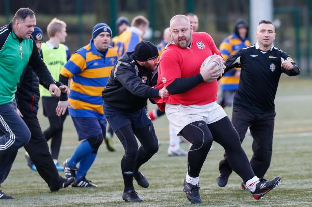 Bogatą tradycję trójmiejskiego rugby widać nie tylko po wynikach naszych ligowych drużyn, ale także po frekwencji na noworocznych meczach. Na Ogniwie amatorsko można pograć jednak nie tylko od święta. Weterani zapraszają na darmowe treningi co piątek.