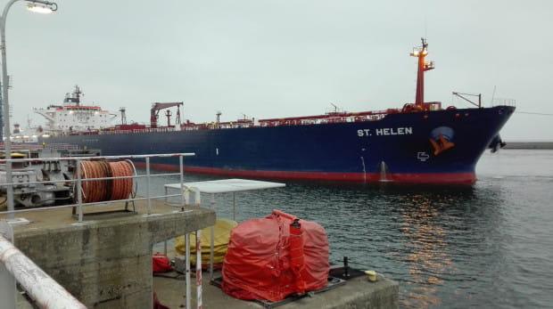 Na wzrost wyników w ostatnim kwartale minionego roku wpływ miały przeładunki paliw i węgla. Na zdjęciu tankowiec z ropą dla Lotosu.