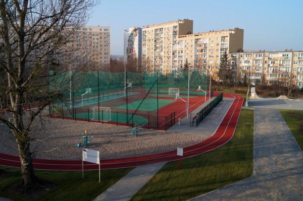 Budowa boiska przy XV LO kosztowała ok. 1,345 mln zł.