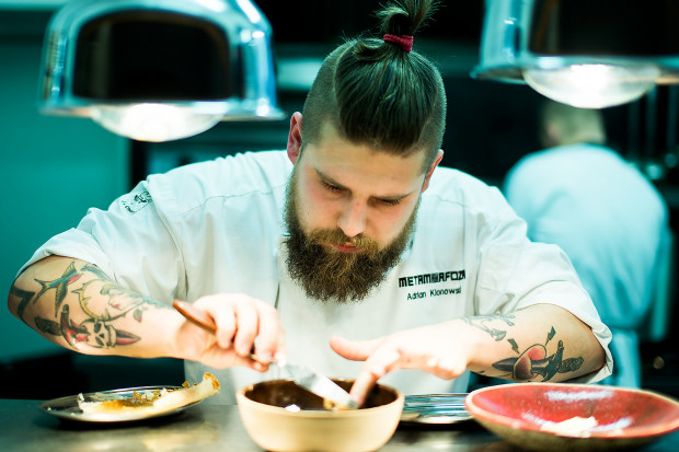 Ostatni serwis spod ręki Adriana Klonowskiego wyjdzie w Metamorfozie 25 lutego. Potem szef kuchni ruszy w świat.