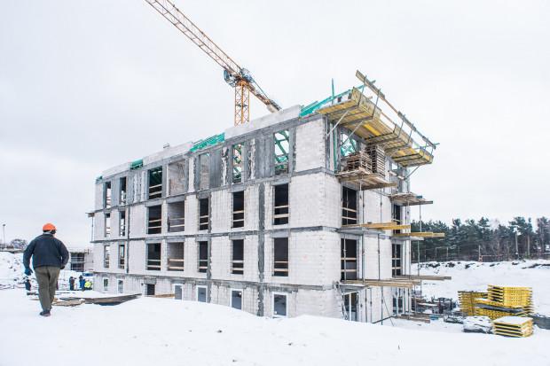 Kolejny rządowy program wspierający budownictwo mieszkaniowe to Mieszkanie Plus. Oparty jest jednak na zupełnie innych zasadach i póki co nie będzie wsparciem dla wielu mieszkańców Trójmiasta. Na zdjęciu osiedle Mieszkanie Plus powstające w Gdyni.