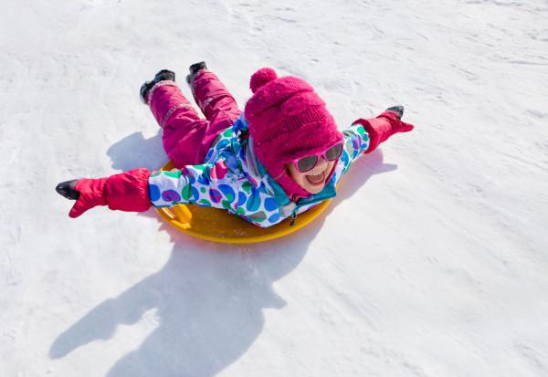 Sanki to ulubiona aktywność najmłodszych dzieci.