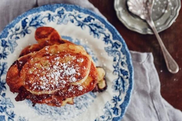 Pierwotnie ruchanki robiono z ciasta chlebowego, z reguły gdy bochenki jeszcze nie były gotowe, a trzeba było podać coś na śniadanie. Gospodyni odrywała wówczas kawałki ciasta chlebowego i po usmażeniu podawała posypane cukrem. Placuszki z mąki chlebowej miały ciemniejszą barwę i były bardziej sprężyste.