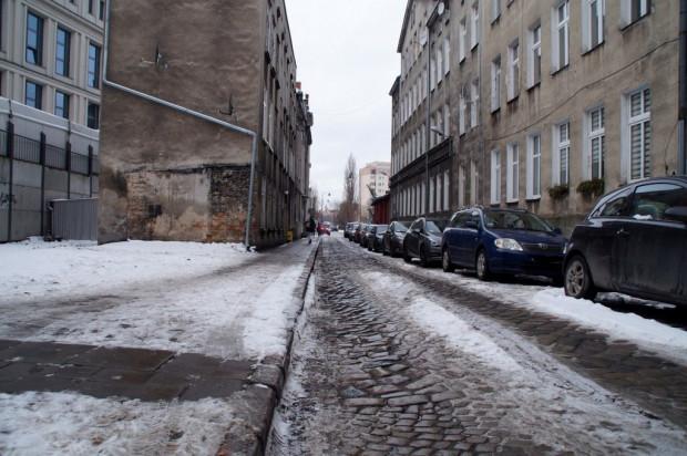 Przy ul. Królikarnia 13 prace obejmą adaptację budynku na Placówkę Wsparcia Dziennego wraz zzagospodarowaniem terenu.