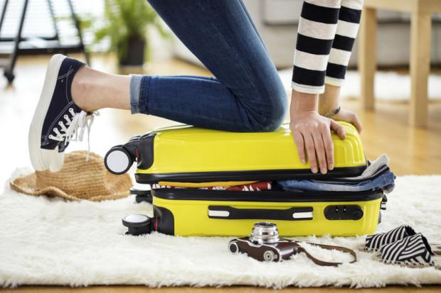 Podczas wakacji nic nie powinno zmącić naszego spokoju i przeszkadzać w rozkoszowaniu się odpoczynkiem, dlatego często kluczowa jest umiejętność pakowania walizki.