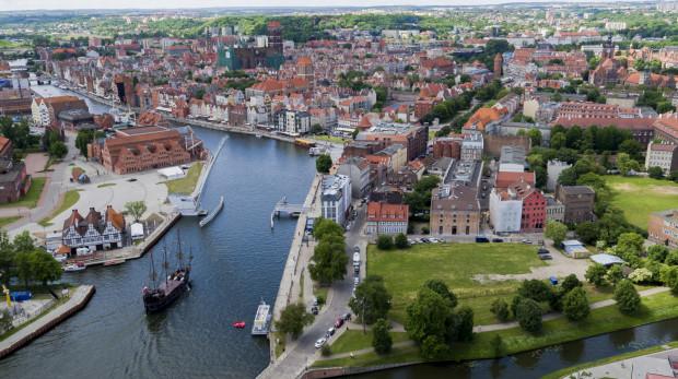 Nowy gmach i zarazem siedziba główna Muzeum Gdańska stanie na działce przy ul. Rycerskiej (na zdjęciu  porośnięty trawą teren na pierwszym planie).
