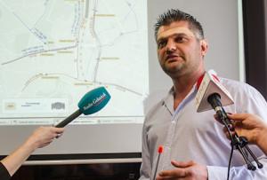 Sebastian Zomkowski - szczęśliwy właściciel historycznego już tramwaju.
