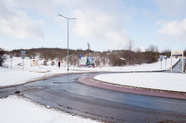 Gdańskie działki należące do Sopotu od lat są porośnięte krzakami.