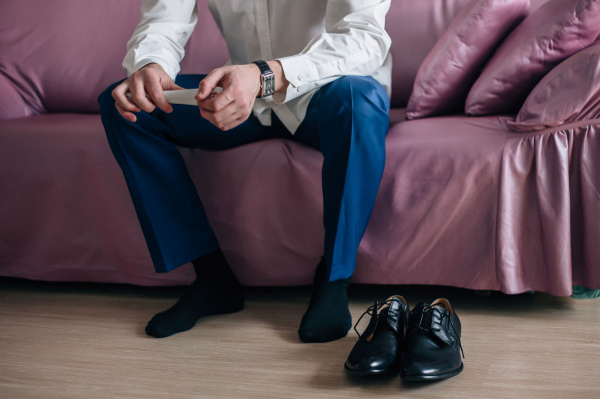Kwestia tego, czy zdejmować buty w obcych mieszkaniach, czy też nie, nieustannie budzi ogromne emocje. Dlaczego tak trudno o konsensus?