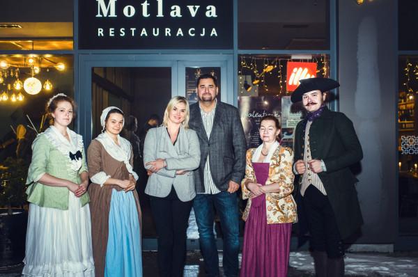 Kolacja starogdańska odbyła się po raz pierwszy w restauracji Motlava w piątkowy wieczór. Właściciele obiektu zorganizowali ją we współpracy z reprezentantami Garnizonu Gdańskiego.