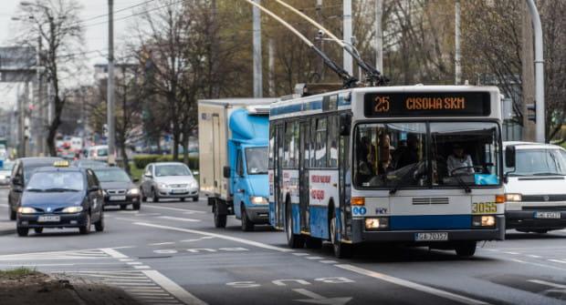 Nowe buspasy na Morskiej w Gdyni dołączą do istniejącego odcinka pomiędzy ulicą Zakręt do Oksywia i estakadą