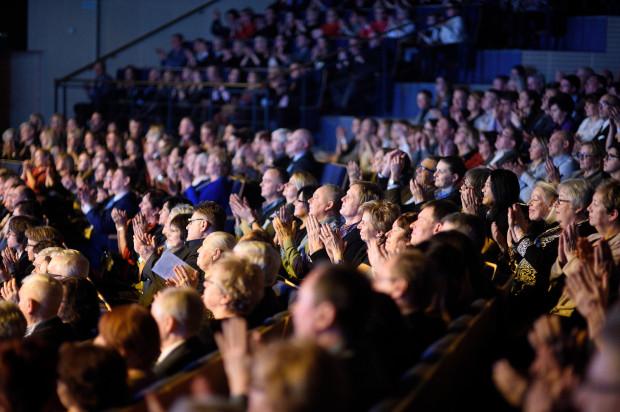 Można już nabywać bilety na spektakle Teatru Muzycznego od lipca do końca stycznia 2019 roku. Miejsca na Dużej Scenie sprzedają się świetnie. Na większość spektakli granych do końca czerwca nie ma już biletów, bądź zostało ich niewiele.