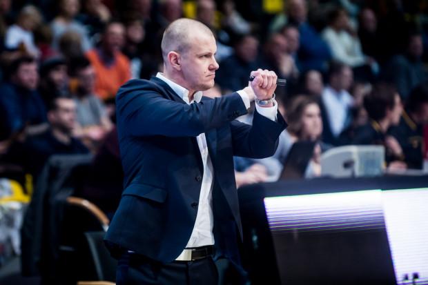 Trenerowi Marcinowi Klozińskiemu trudno pogodzić się z decyzją sędziów w meczu z Miastem Szkła.