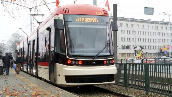 Do pięciu tramwajów Pesa Jazz Duo jeżdżących po Gdańsku dołączy kolejnych 15 sztuk pojazdów dwukierunkowych od bydgoskiego producenta.