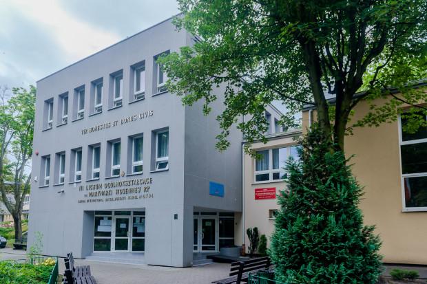 Zgodnie z wieloma rankingami, III Liceum Ogólnokształcące w Gdyni to jedna z najlepszych szkół średnich w całym kraju.