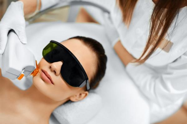 Obecnie lasery wykorzystywane są do zabiegów odmładzających, oczyszczających, usuwających owłosienie oraz redukujących różne niedoskonałości skóry.