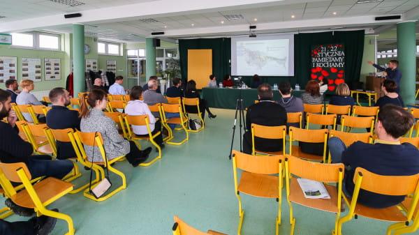 Debata na temat nowego układu drogowego została zorganizowana przez Radę Dzielnicy Osowa. Mimo zapowiedzi nie wziął w niej udział Kazimierz Smoliński, wiceminister infrastruktury i poseł PiS.