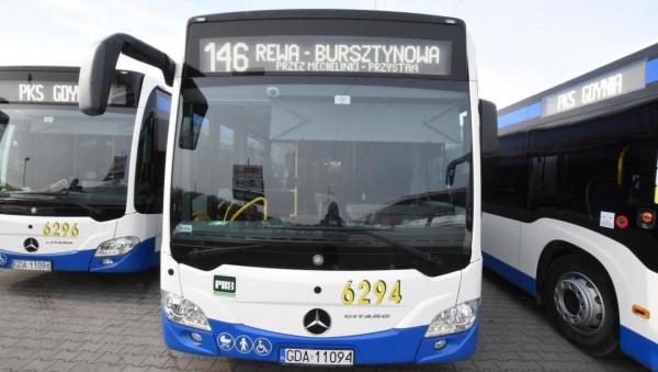 Każdy z autobusów Mercedes-Benz O530G C2 mieści po 150 pasażerów.