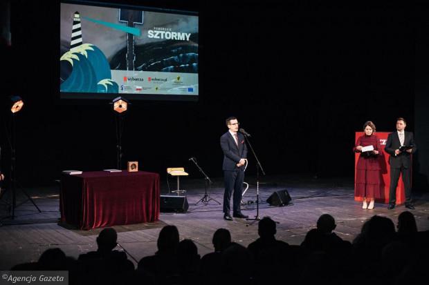 Gala finałowa plebiscytu Pomorskie Sztormy odbyła się w Teatrze Wybrzeże. Na scenie redaktor naczelny Gazety Wyborczej Trójmiasto Mikołaj Chrzan.
