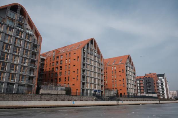 Na wysokości osiedla Aura Gdańsk inwestor nie planuje na razie żadnej inwestycji związanej z zagospodarowaniem nabrzeża.