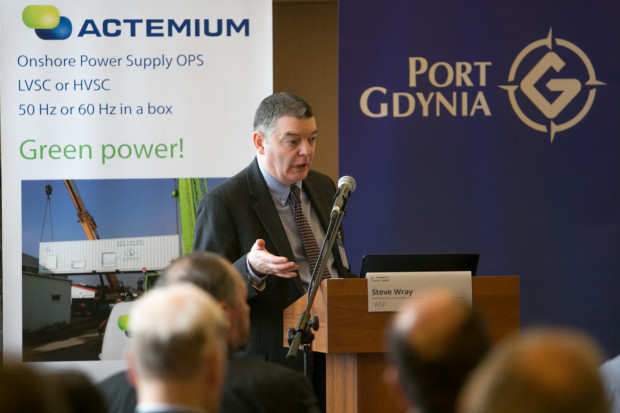Transport Week to jedno z najpopularniejszych wydarzeń poświęconych transportowi i logistyce. Na zdjęciu Steve Wray, dyrektor firmy doradczej WSP podczas panelu o rozwoju portów.