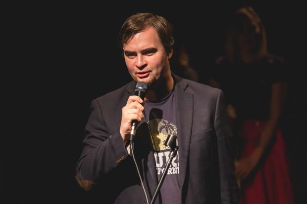 Michał Grubman jest szefem Teatru na Plaży od pięciu lat. Od 9 do 11 marca instytucja świętuje pięć lat w obecnej formule.