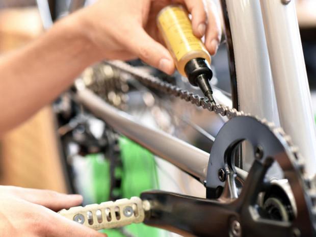 Po umyciu roweru koniecznie nasmaruj łańcuch.