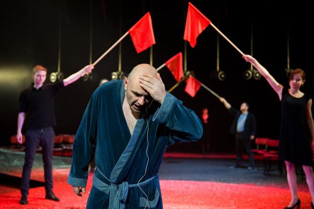"""""""Broniewski"""" doczekał się wersji telewizyjnej i obsypany został nagrodami na festiwalach w całym kraju. Całkowicie zasłużenie, trzeba przyznać."""