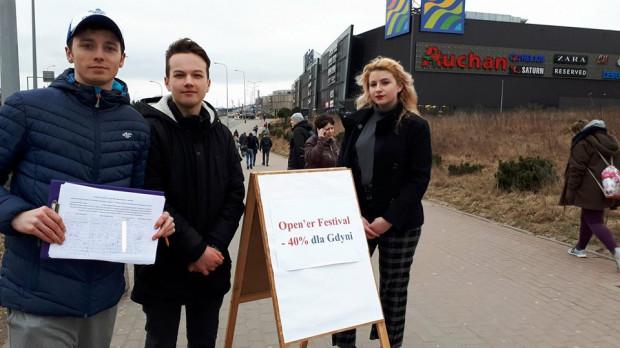 Młodzi mieszkańcy Gdyni zbierali podpisy pod projektem uchwały w szkołach, na uczelniach oraz na ulicach.