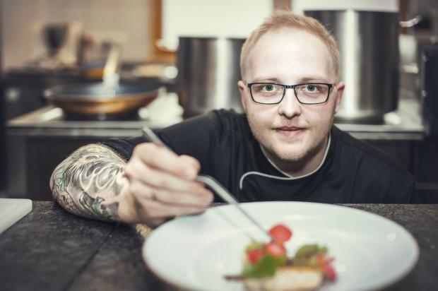 Piotr Ślusarz, szef kuchni w restauracji Senso w hotelu Scandic, opowiada, że Wielkanoc kojarzy mu się z jajkami przygotowywanymi na wszelakie sposoby: gotowane, smażone z majonezem i szczypiorem, czy faszerowane z chrzanem.