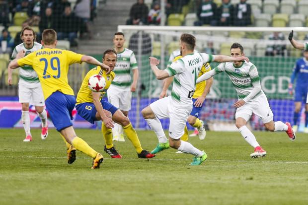 Lechia wygrała oba spotkania derbowe z Arką w 2017 roku. W Gdańsku 2:1, w Gdyni 1:0. Tym razem do tego meczu przystąpi jako przedostatnia drużyna ekstraklasy.