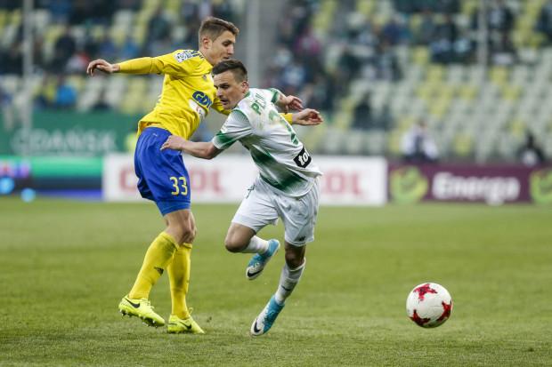 Sławomir Peszko (z prawej) liczy na to, że Lechia wygra derby Trójmiasta i przerwie serię trzech kolejnych porażek w ekstraklasie.