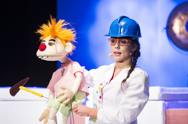 Vilde Valldal-Jahannessen oprócz sprawnej animacji lalką, zaskakuje bardzo dobrym dubbingiem, dzięki czemu jej bohater zyskuje własną tożsamość. Dlatego Próchniak ujmuje młodzieńczą naiwnością i przebojowością.