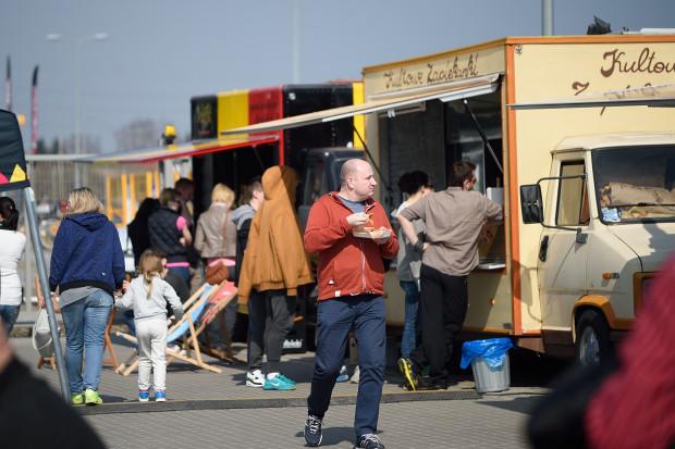 Na food trucki wciąż jest moda, a nowych zlotów nie brakuje.