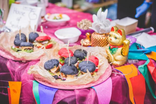 Imprez z jedzeniem wegańskim w Trójmieście jest coraz więcej.