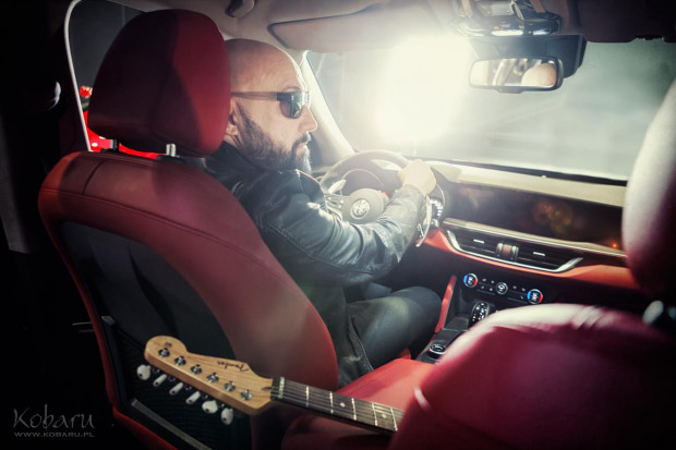 Muzyk Kombii został twarzą firmy Auto Plus.