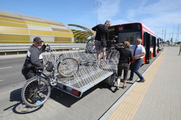 Dodatkowo do ośmiu miejsc w autobusie, dostępna będzie rowerowa przyczepa mieszcząca kolejnych 20 jednośladów.