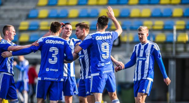 Piłkarze Bałtyku Gdynia mogli cieszyć się ze zwycięstwa nad Górnikiem Konin dzięki golom: Adama Dudy (z prawej) i Mateusza Kuzimskiego (z lewej).